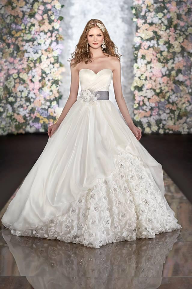 صوره فساتين زفاف بيضاء فخمة , يالهوي علي الشياكة والتالق