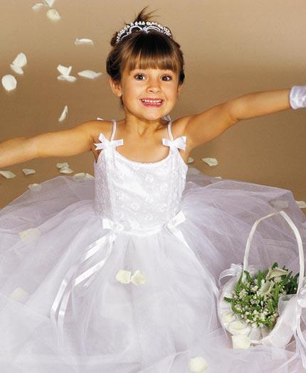 بالصور فساتين اعراس للبنات الصغار , ازياء زفاف للصبايا 313 5