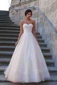 بالصور تصميمات فساتين زفاف 2019 , احدث وارق موديلات فستان الزواج 484 11