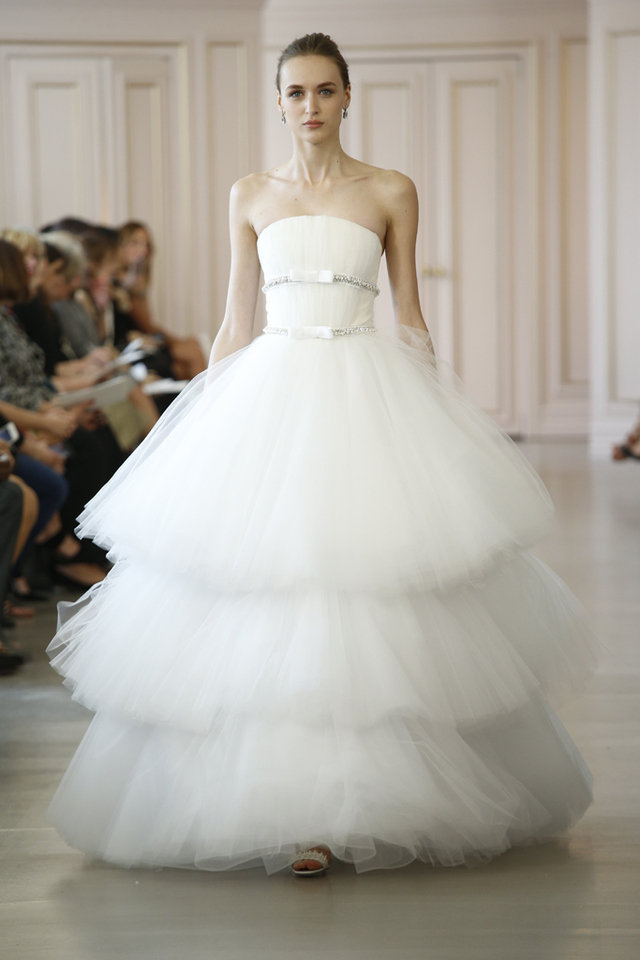 بالصور تصميمات فساتين زفاف 2019 , احدث وارق موديلات فستان الزواج 484 9