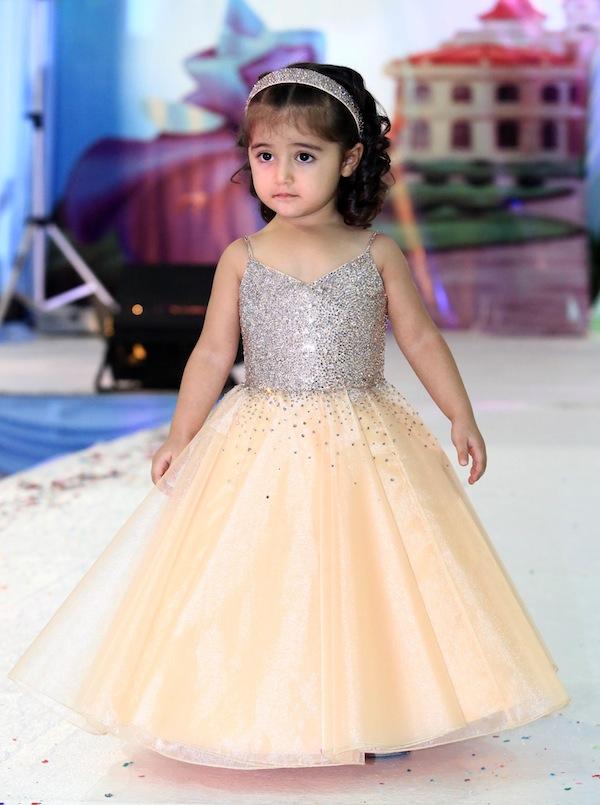 صورة فساتين اطفال للاعراس في دبي , اجمل فساتين للاطفال , زى البنات الخاص بالافراح