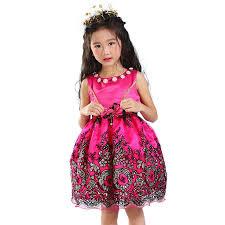 بالصور تفصيل فساتين صيفية , لاحلى اطفال , شياكة البنات الصغار مع ارتدائها الملابس الجميلة 517 3