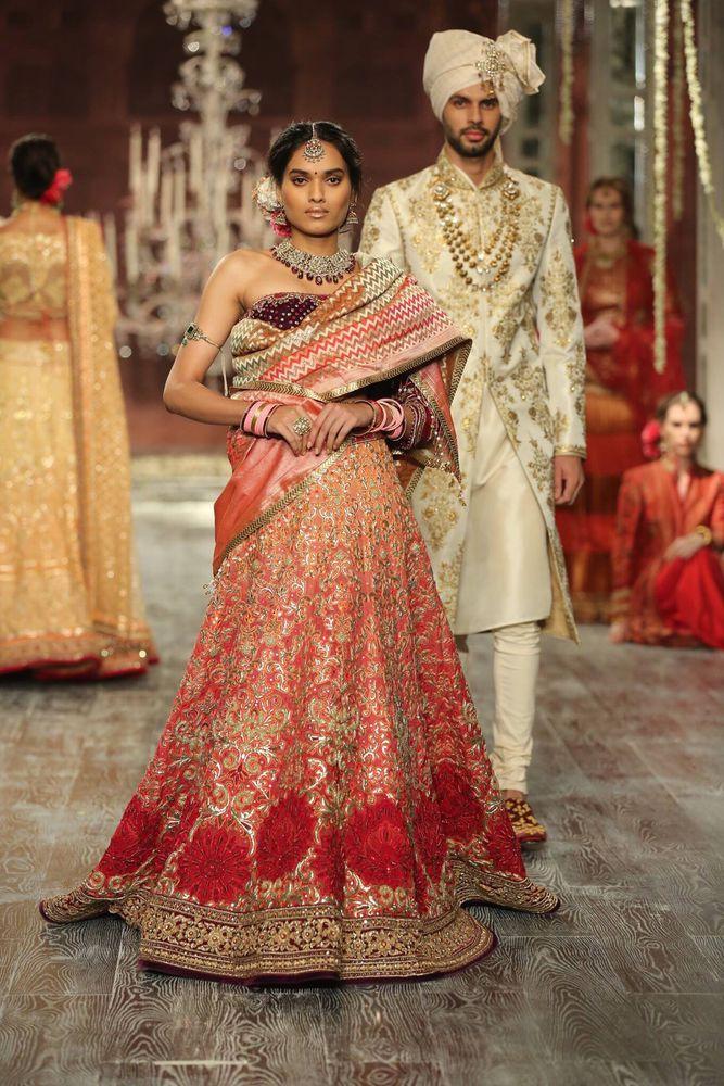 بالصور ازياء هندية للاعراس , جمال الالون يخطف العيون 339 2