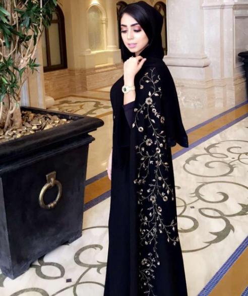 بالصور اجمل عبايات العرب 2019 , احدث موديلات الازياء العربية 39