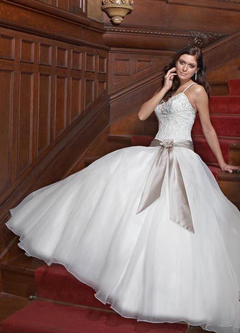 بالصور فساتين زفاف مودرن 2019 , اجمل واحدث فستان ليلة العمر 480 6