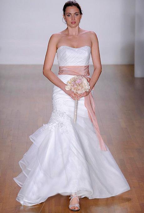 بالصور افخم فساتين زفاف 2019 , اجمل ازياء ليلة العمر 495 16
