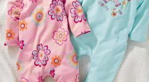 صورة ملابس بيبي حديث الولادة اولاد , ما هي تجهيزات البيبي , طفولة جميلة ومميزة